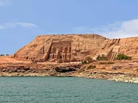 Chuyến đi của Abusimbel... và sự di chuyển bên trong Ai Cập