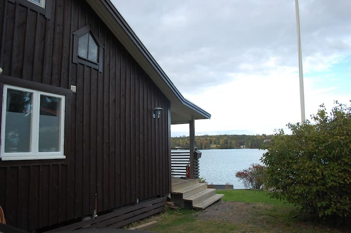 Lovely cottage at lake Sommen near Golf Course