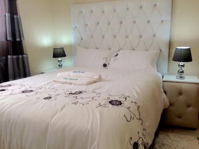 Air Conditioned En-suite Bedroom