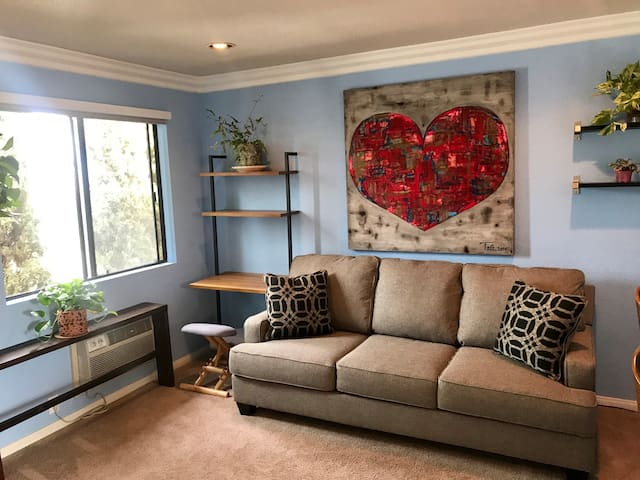 1 BR - heart of Hillcrest - location, location!!!!
