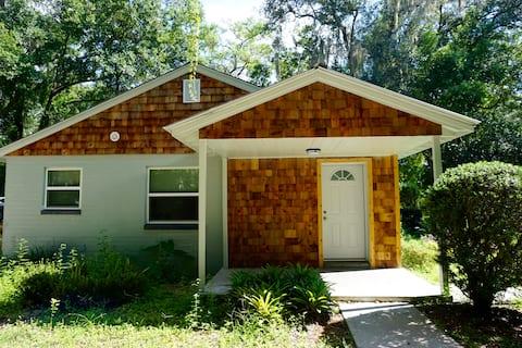 Convenient and Modern Duckpond Cottage