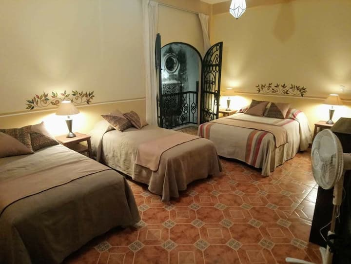 Colonial apartment in the center of Taxco 4 guests