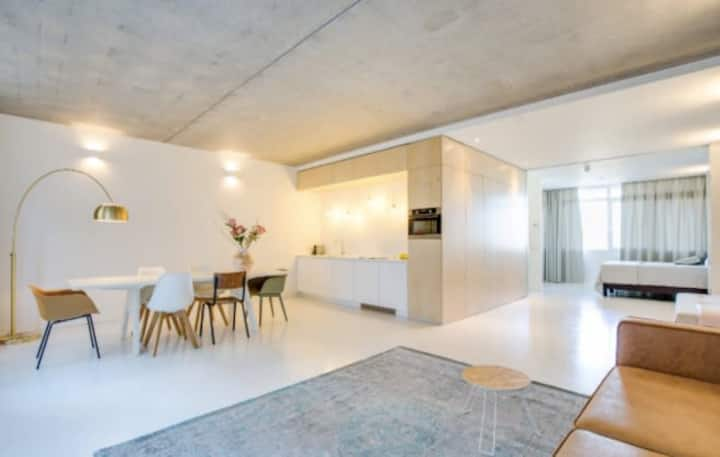 Beautiful and bright apartment in the Houthaven
