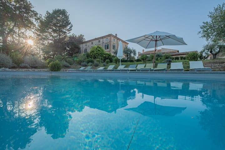 Luxury '700 villa with pool 12/16 people