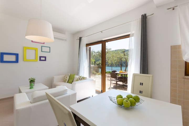 Sea Side 2 Bedroom Holiday Apartment 207