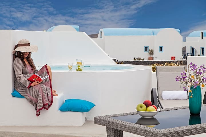 Family Apartment with Outdoor Heated Jacuzzi