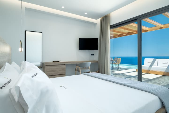 Two bedrooms with a king size bed (1,60 X 2,00), 43'' HDTV and en-suite bathroom