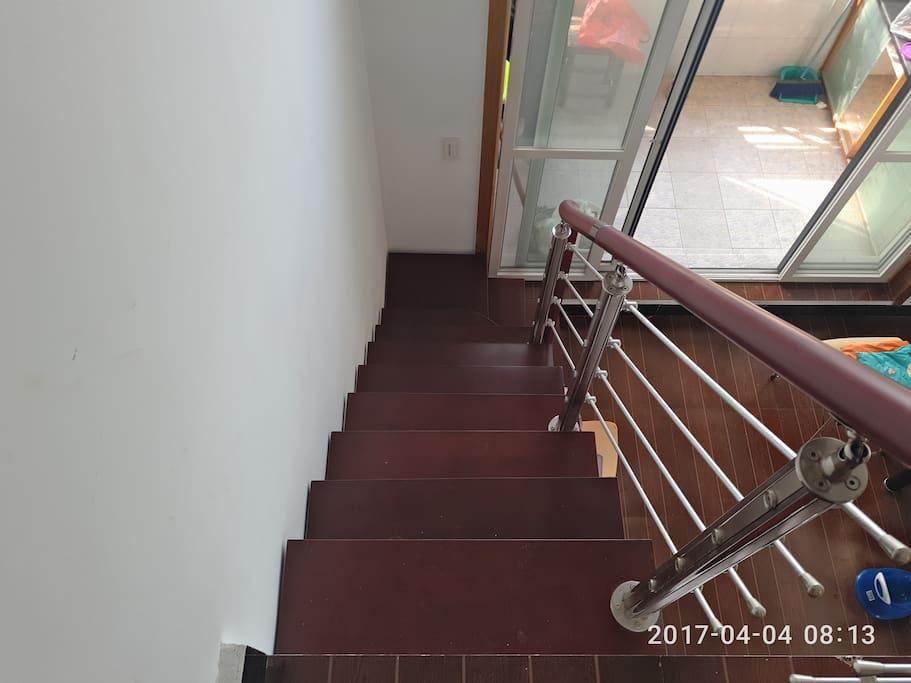 二楼卧室楼梯