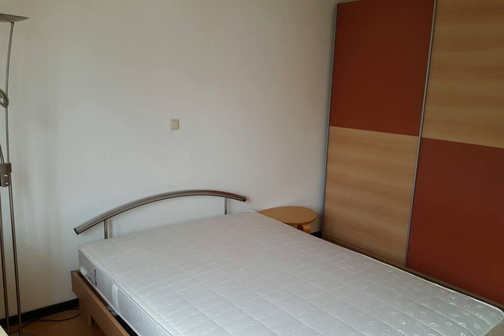 gem tliches zimmer im herzen von aachen wohnungen zur miete in aachen nordrhein westfalen. Black Bedroom Furniture Sets. Home Design Ideas