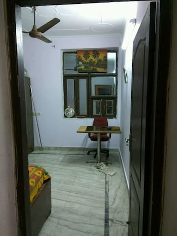 Elegant and Airy Private Space, Feel like at home. - Delhi - Serviced apartment
