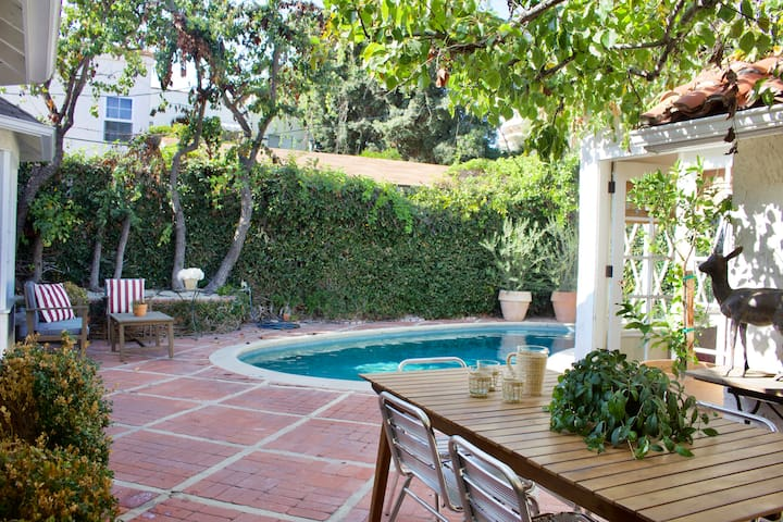 Charming Designer Home/Private Pool/Guest House
