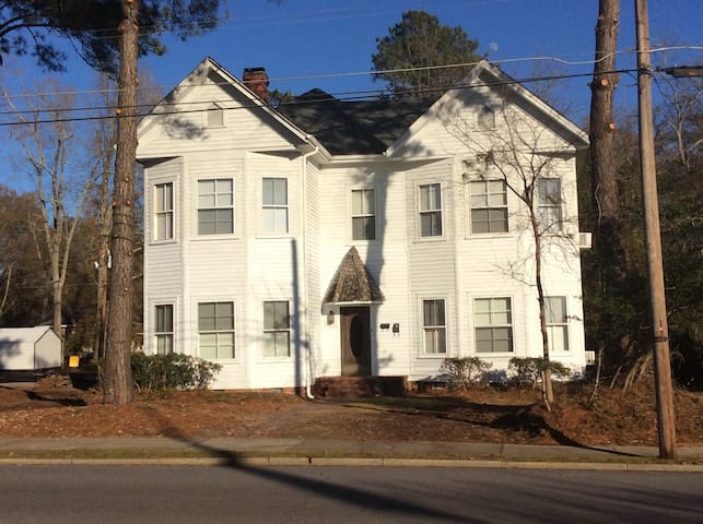 Crutchfield House Upstairs Night Week or Month - Whiteville - Дом