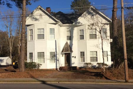 Crutchfield House Upstairs Night Week or Month - Whiteville - 一軒家