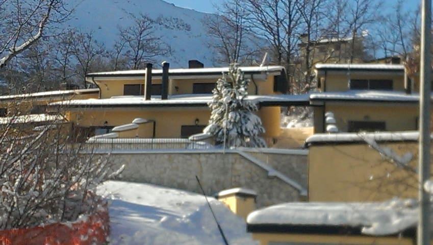 Villino Località I Cerri panoramico con giardino.