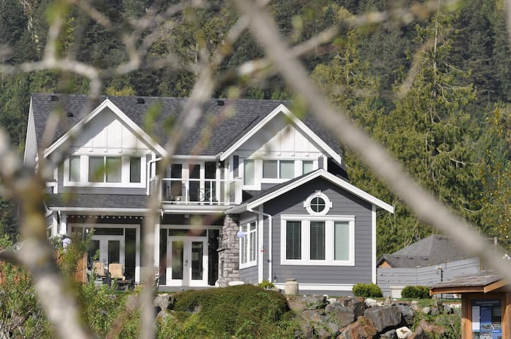 Beautiful river front home - Harrison Mills - Casa