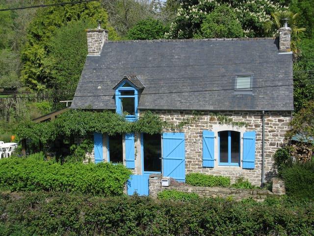 Charmante maison à la campagne proche de la ville
