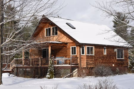 Cozy Farmhouse Apartment - Au Sable Forks - House