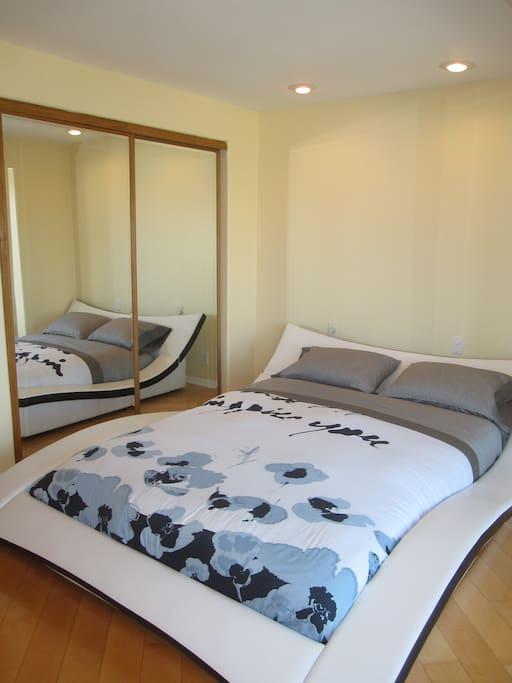 Bedroom (Queen Bed, Casper Mattress)