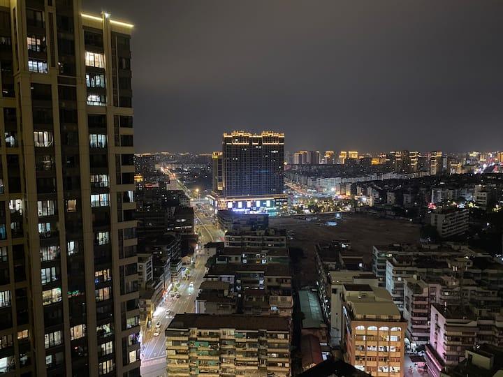 觅食记~市中心一米八床~全屋紫外线灯消毒~花园高层阳台电梯房~密码锁