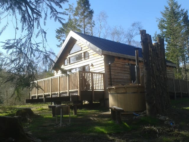 Burnside Log Cabin with hot tub