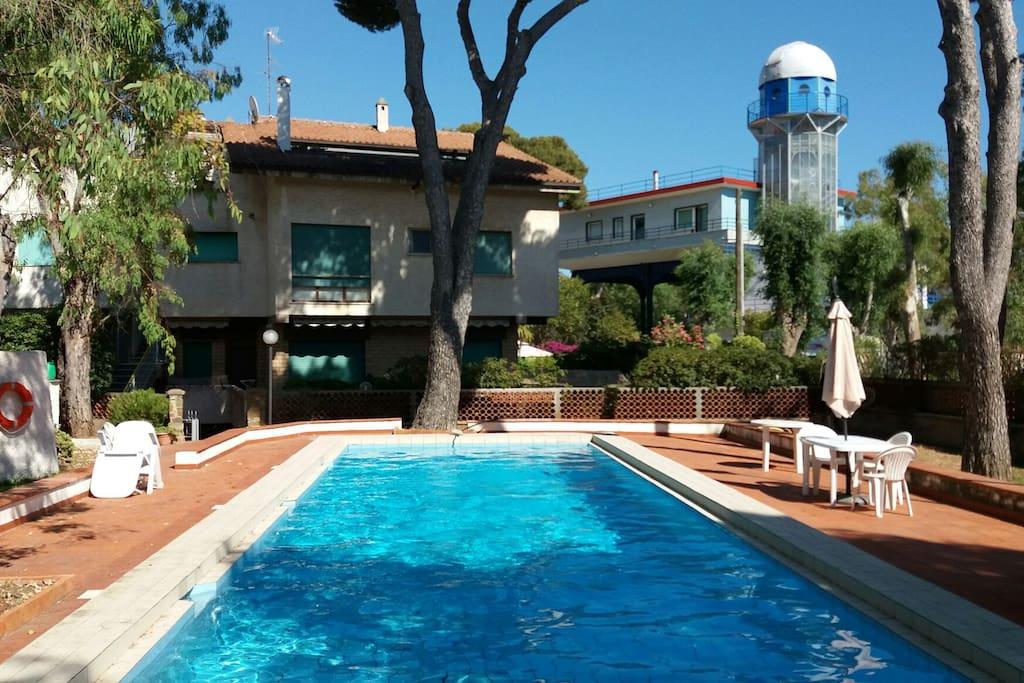 Attico con piscina apartments for rent in santa for Piscina kennedy