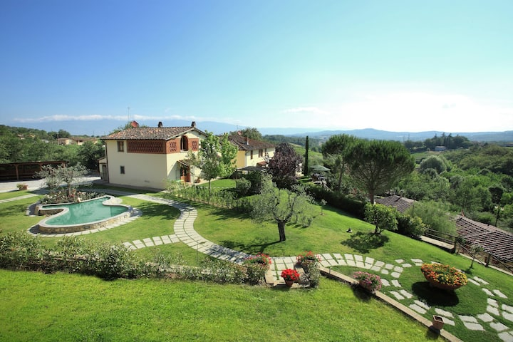 Lush Farmhouse in the heart of Tuscany with Swimming Pool