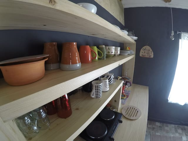 Fully equpied kitchen can be used to explore istrian cousine
