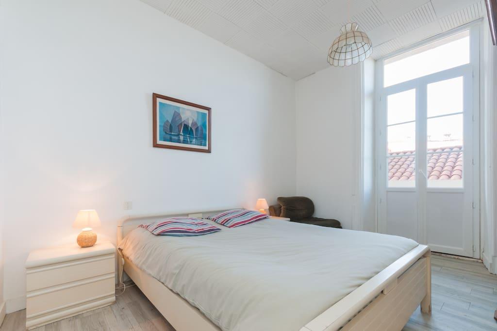 Chambre avec petit balcon et vue sur la mer