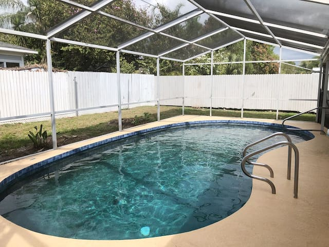 Sarasota, FL House w/ In-Ground Heated Pool