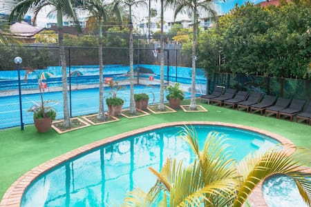 Brisbane Backpackers Resort - 6 Bed Dorm