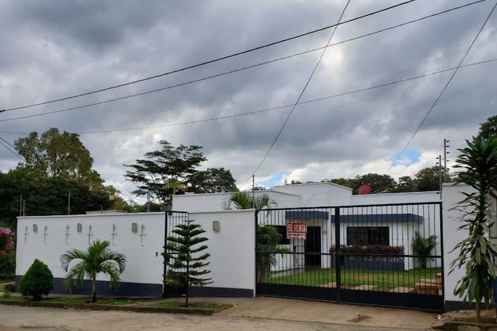 House in Lomas de Monteverde, Managua