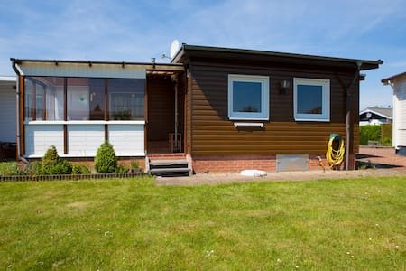 Cosy and sunny chalet at the water - Lemmer