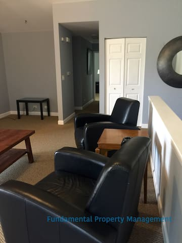 AWESOME FURNISHED TOWNHOUSE - Oswego - 타운하우스