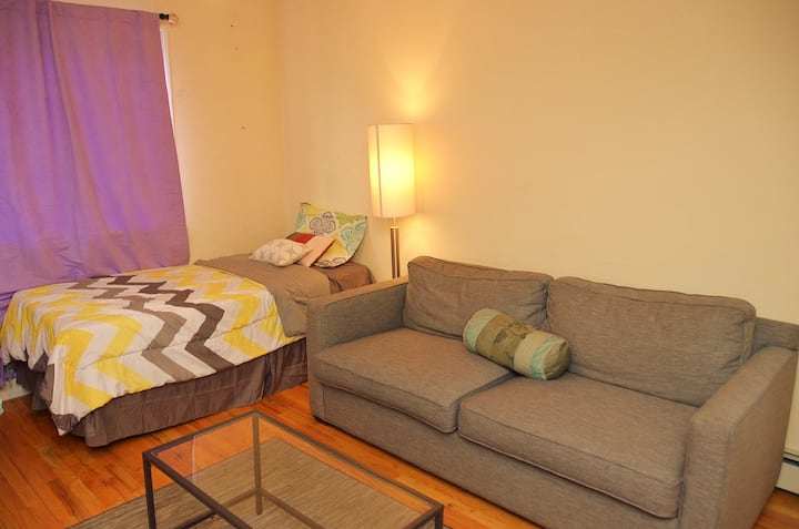 Jfk 6 min away bed in SHARED SPACE