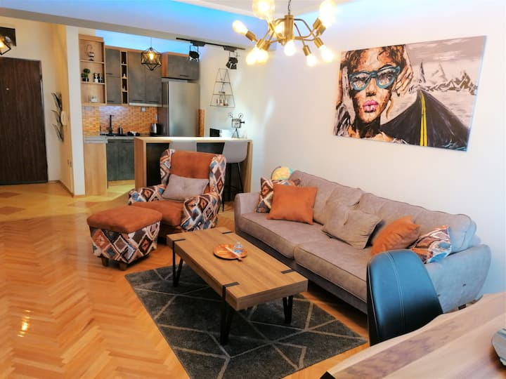 -SKOPJE- Brand NEW Premium *MIRROR* Apartment