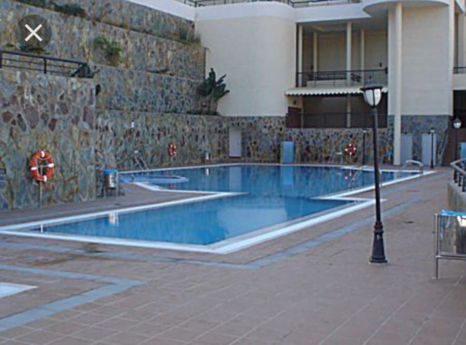 Swimming-pool with jacuzzi