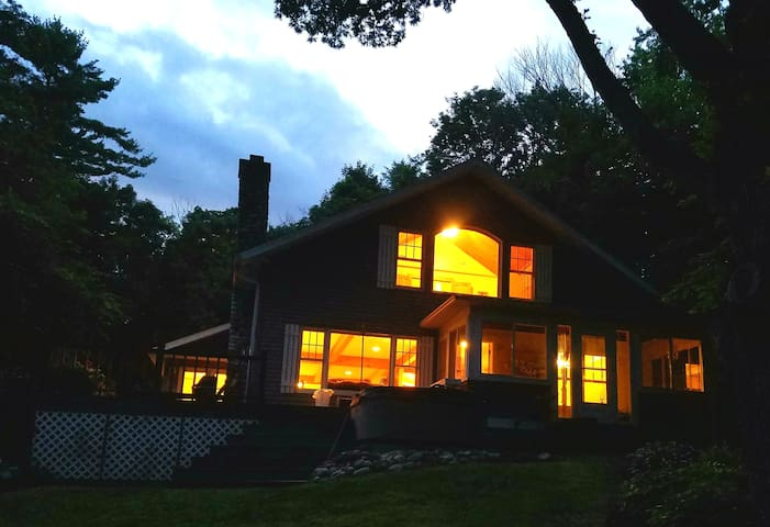 Lake House Getaway Sleeps 18+