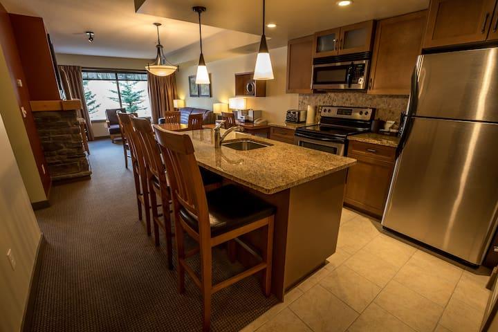 1 Bedroom + Den Wilderness Retreat near Canmore - Dead Man's Flats - Apto. en complejo residencial