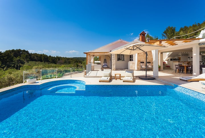 Villa Mariette with Heated Pool
