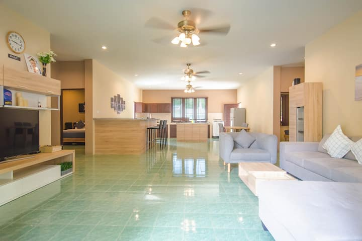Large, beautiful 4 bedroom home on Soi Ta Iad!