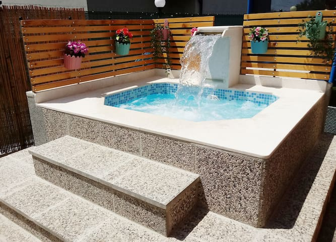 (NEW PHOTO)  NEWLY BUILT HOT TUB JACUZZI ESPECIALLY CUSTOM MADE - WITH VARIOUS MASSAGE - WATER, AIR, WATER & AIR MASSAGE, ALSO WITH WATERFALL NECK MASSAGE, RGB LIGHTS RELAX AND ENJOY !
