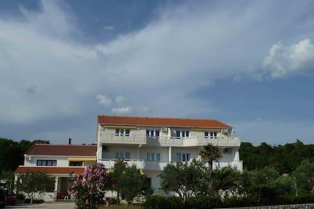 Rooms Donadic Caska - Novalja - Apartmen