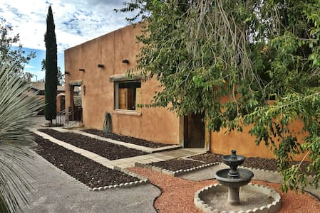 Casa Solano- Authentic Adobe Steps From NMSU! - Las Cruces