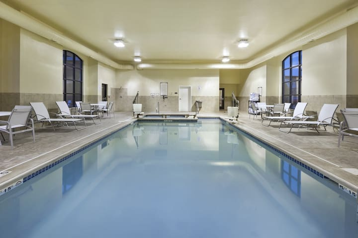 King Suite. Free Breakfast. Pool & Hot Tub. Near Michigan State University.