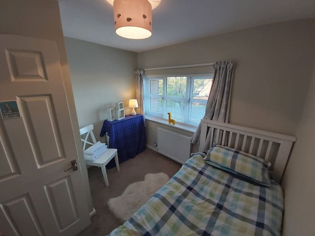 Comfy, quiet, single bed room at the front of the house.