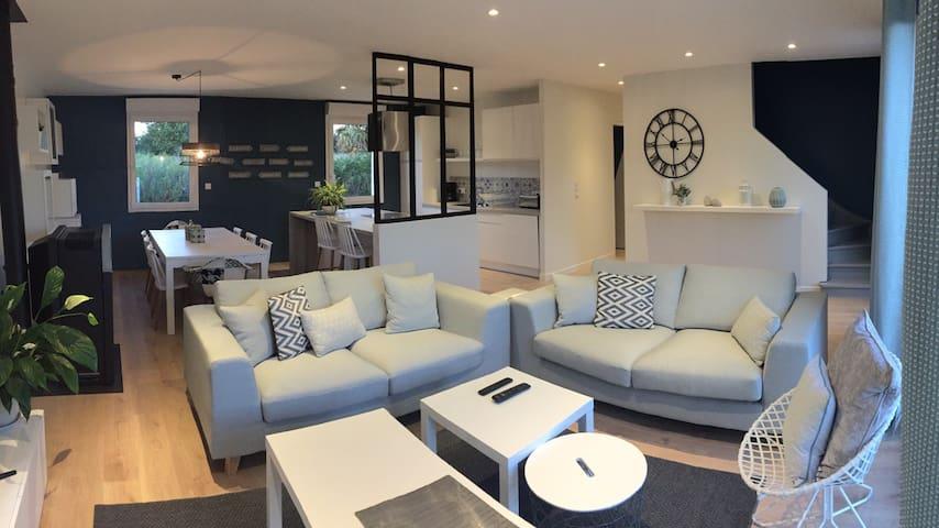 Maison spacieuse et confortable - Aumeville-Lestre - บ้าน