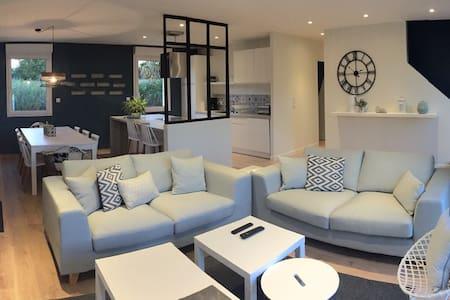 Maison spacieuse et confortable - Aumeville-Lestre - House