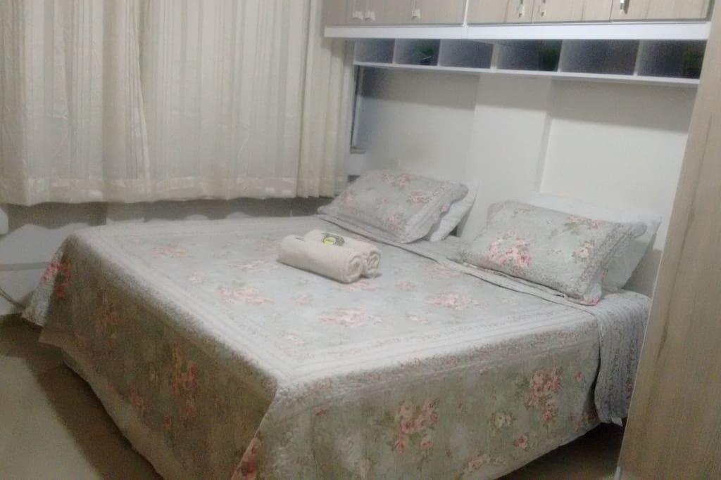 Duas camas box unidas formando uma tamanho king