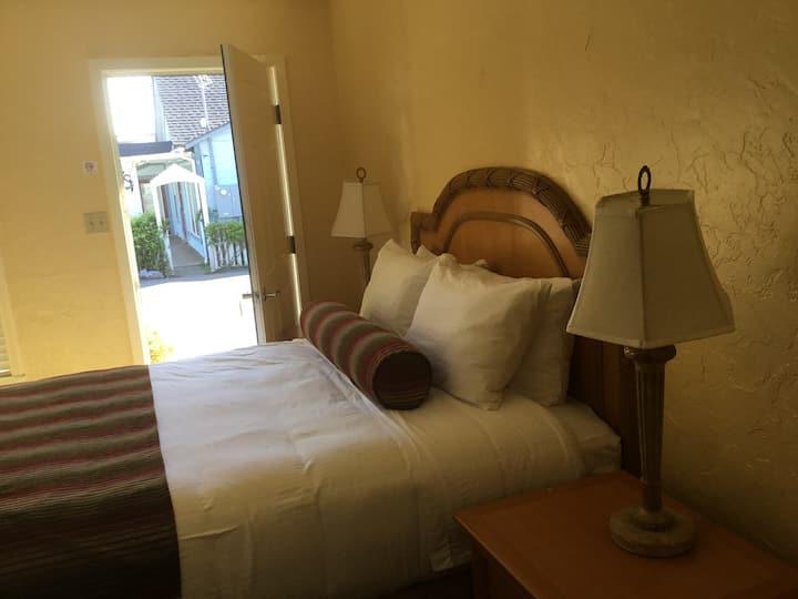 Room 2 Cozy Queen room on N. Hwy 1