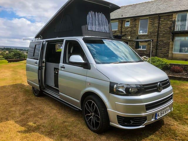 VW Luxury Campervan - 2 Double Beds - Pet Friendly